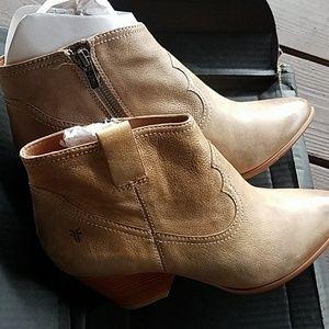 Frye Shoes - FRYE Reina Bootie by Frye. Size 9 women's